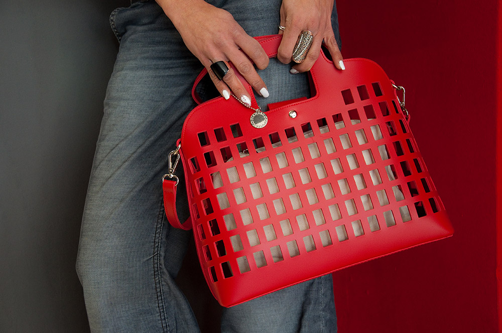 Γυναικεία τσάντα, ένα αναπόσπαστο κομμάτι για μια ολοκληρωμένη εμφάνιση σε μια γυναίκα που δεν θέλει να περάσει απαρατήρητη!